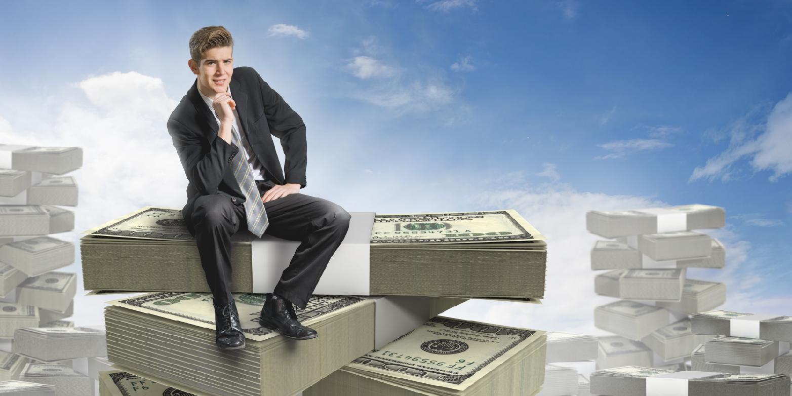 Homem sentado em dinheiro o que vender para ganhar dinheiro