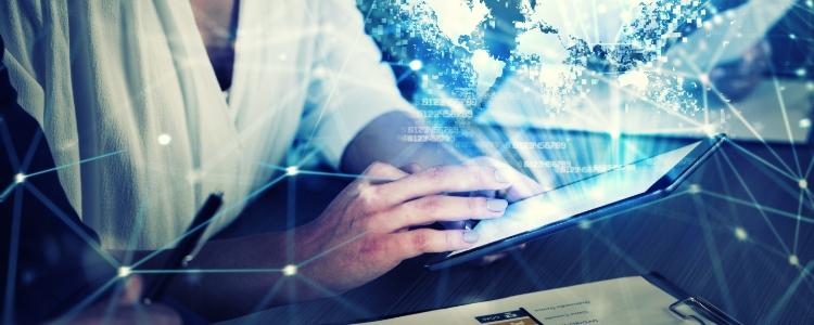 Um tablet explicando Como fazer uma renda extra: Descubra agora uma forma segura e rápida