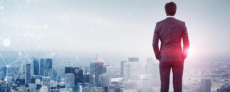 Homem olhando Empresa de marketing multinível de ganhos rápidos