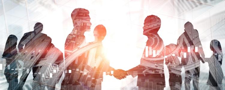 pessoas apertando a mão com a melhor empresa de marketing multinível do brasil