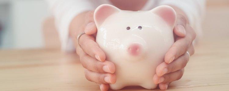 Poupar dinheiro ganhando salário mínimo é possível? Descubra como