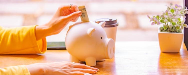 Descubra como poupar dinheiro com esses X passos